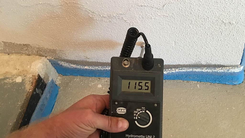Daemmschichttrocknung Wasserschaden Feuchtemessgeraet - Wasserschadensanierung