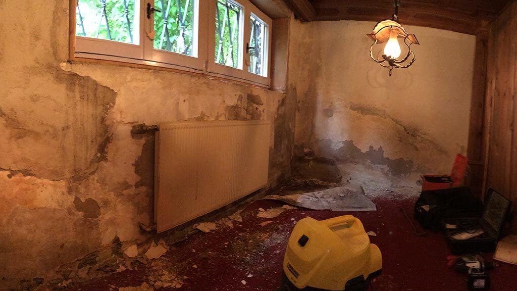 Wasserschaden welche Versicherung zahlt Wasserschaden wer zahlt Nasses Mauerwerk 1024x576 - Wasserschaden wer zahlt ? Wasserschaden welche Versicherung zahlt?