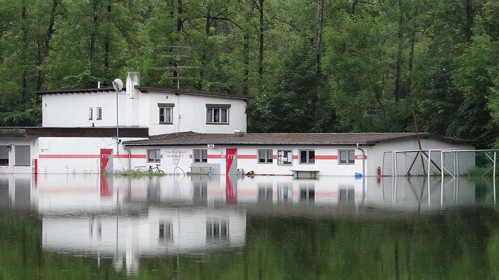 Wasserschaden Hilfe Wasserschaden Sofortmassnahme ueberflutetes Gebaeude - Wasserschaden Sanierung
