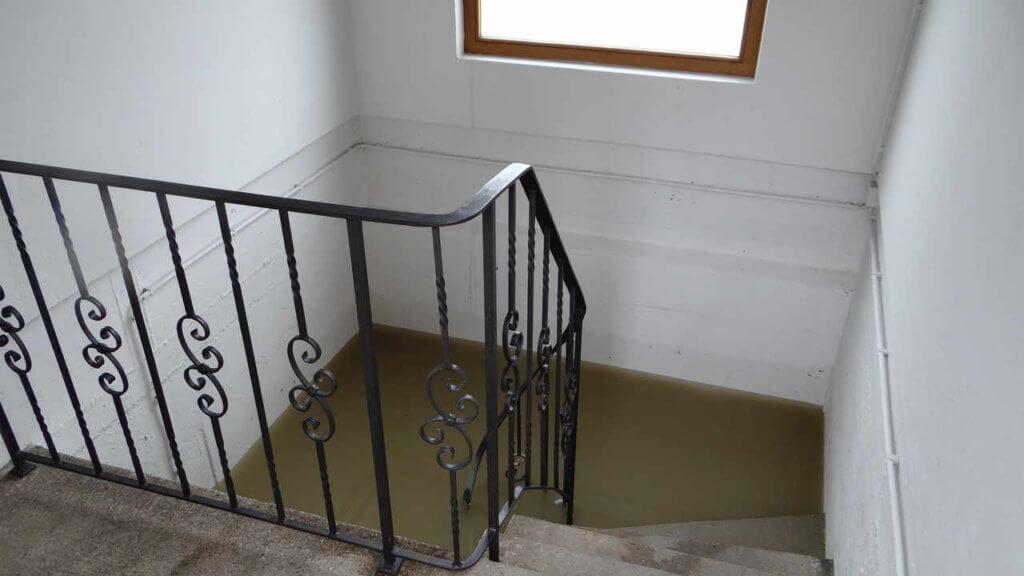 Wasserschaden beseitigen Rosenheim gefluteter Keller 1024x576 - Wasserschaden beseitigen in Rosenheim